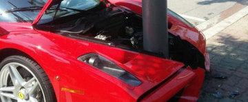 Un Ferrari Enzo isi pierde nasul intr-un stalp din Coreea de Sud