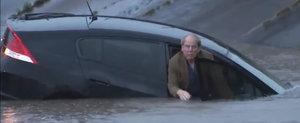 Un individ s-a gandit ca Honda lui este submarin si abia a fost salvat de la inec