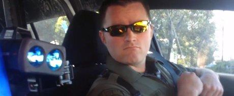 Un politist este tras pe dreapta si legitimat: avem de invatat si noi!