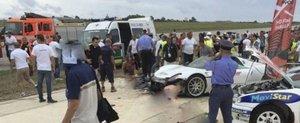 Un Porsche 918 intra in multime in cadrul unui show, sunt ranite 26 de persoane