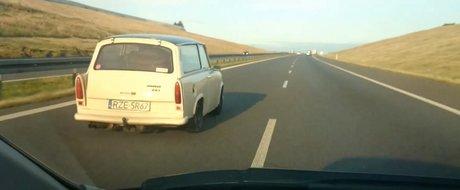 Un Trabant aparent stock alearga cu 200 pe autostrada