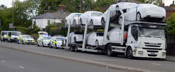 Viata bate filmul: Ce au gasit politistii britanici in portbagajele unor Maseratiuri