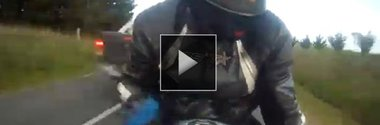 Video: cel mai norocos motociclist din lume