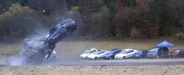 VIDEO INCREDIBIL: Cum arata un accident la 200 km/h