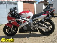 Yamaha R6 costum Dainese