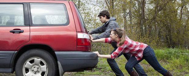 10 lucruri pe care le faci zilnic la volan fara sa-ti dai seama ca iti strica masina