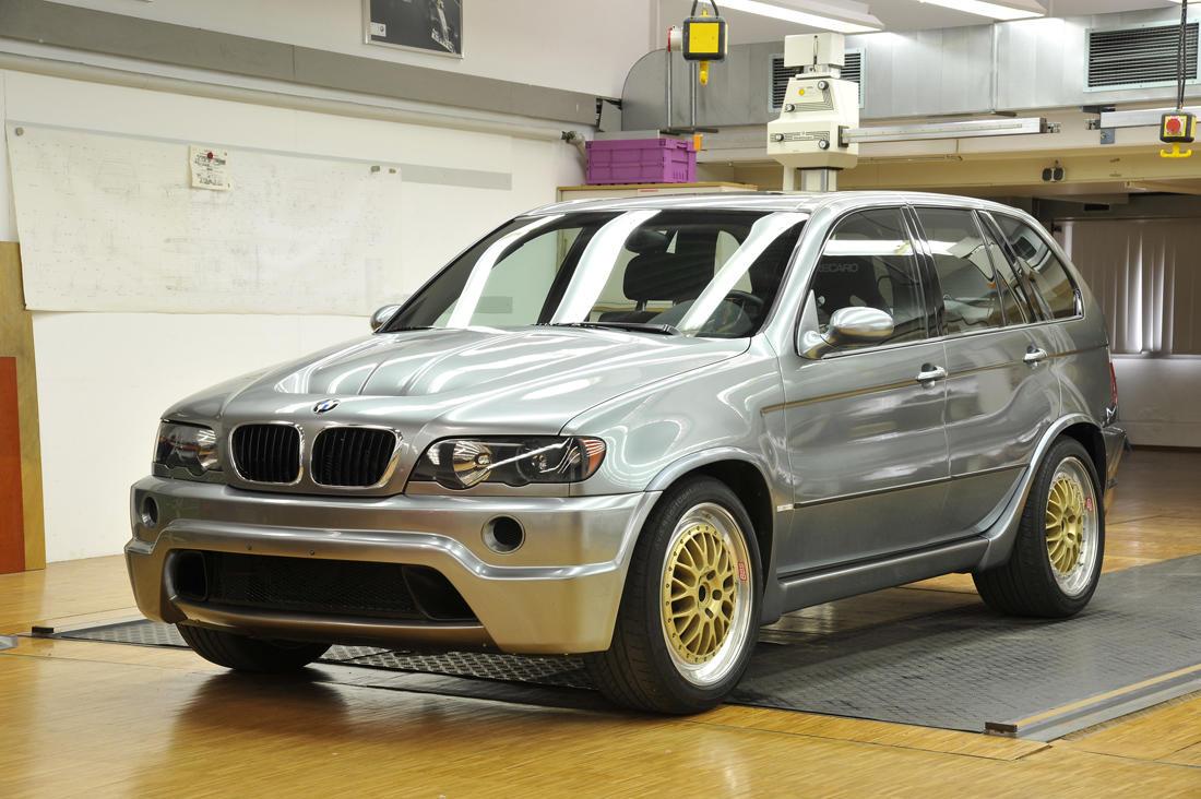 10 SUV-uri dementiale care au motoare V12 - 10 SUV-uri dementiale care au motoare V12