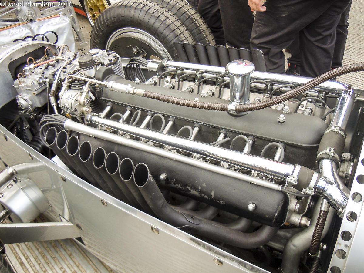 12 masini demente care au avut motoare cu mai mult de 12 cilindri - 12 masini demente care au avut motoare cu mai mult de 12 cilindri