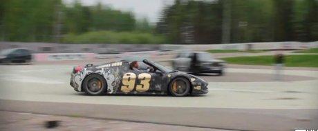 2013 Gumball 3000: un Ferrari 458 Spider face drifturi in jurul unui Rolls si al unui F12