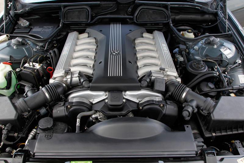 25 de ani de motoare BMW cu 12 cilindri: o istorie despre performanta in segmentul limuzinelor de lux