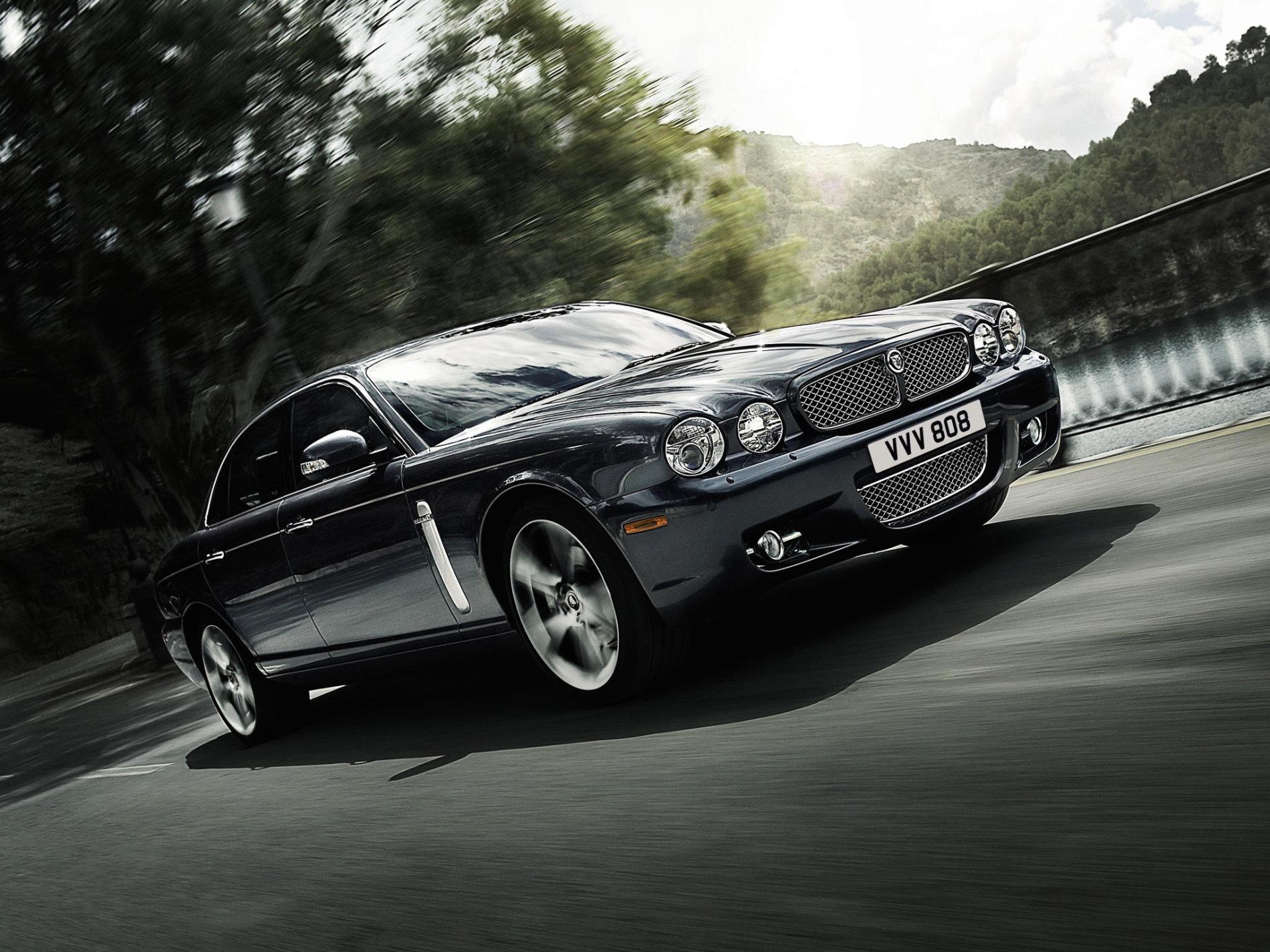5 limuzine de lux ale anilor 2000 care azi costa sub 10.000 de euro si nu sunt de la BMW, Mercedes sau Audi - 5 limuzine de lux ale anilor 2000 care azi costa sub 10.000 de euro si nu sunt de la BMW, Mercedes sau Audi
