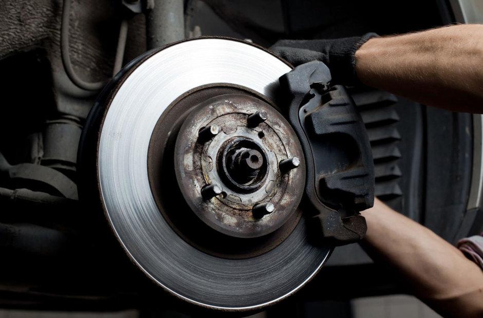 5 operatiuni mecanice pe care le poti face singur la masina ta