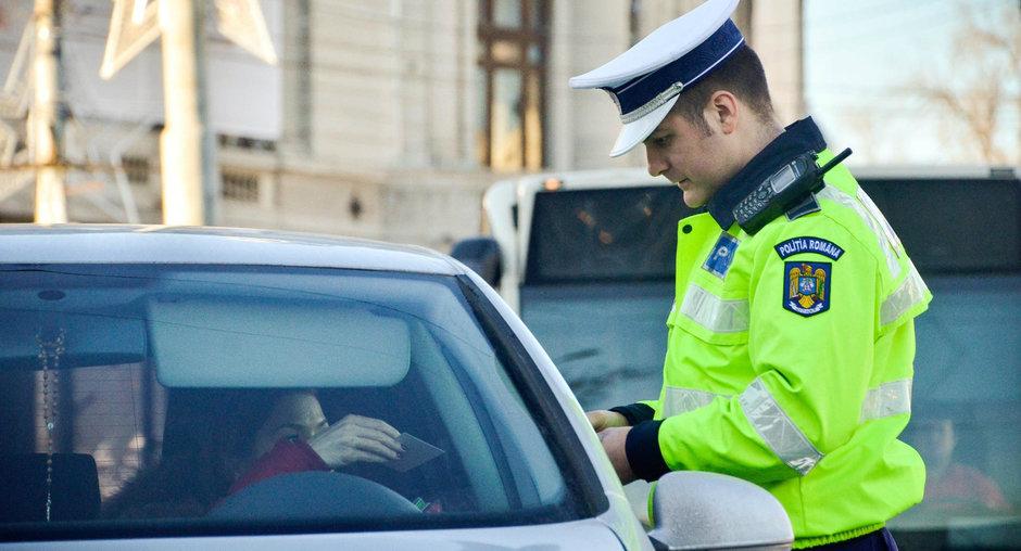 5 propozitii care s-ar putea sa te scape de amenda in discutia cu politistul rutier