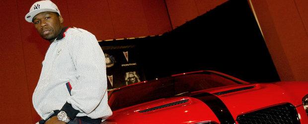 50 Cent se crede in Tokyo Drift la volanul unui Mercedes C63 AMG si face cerculete