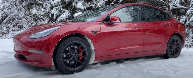 A condus o Tesla la temperaturi de pana la -18 grade pentru aproape 5.000 de kilometri. Acum ne spune cum s-a descurcat masina americana