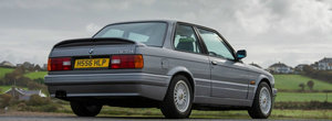 A dat 60.000 de euro pe un BMW E30 si nu este nici macar M3. Imagini cu Ursuletul