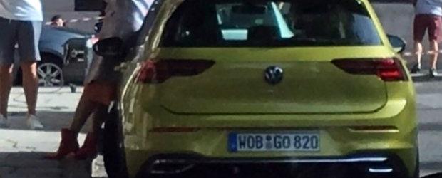 A fost pozat complet necamuflat cu doua luni inaintea lansarii oficiale. Uite cum arata noul Volkswagen Golf 8!