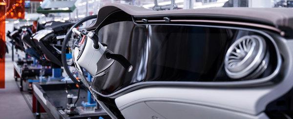A intrat in productia de serie si nimic n-o mai poate opri. Noua masina de lux are un display curbat de 55 de inch!