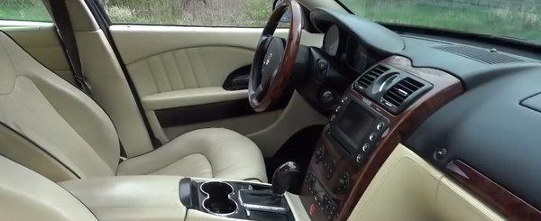 A platit numai 8.800 de dolari pe limuzina care concureaza cu S-Class. Masina din 2007 are motor de Ferrari si...