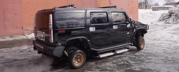 A pus jante de 13 inch pe un Hummer H2 si a scos masina americana pe strazi. VIDEO cu cel mai tare experiment de pe internet