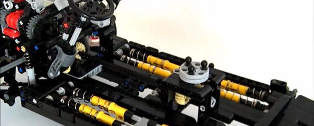 A recreat un Citroen 2CV cu ajutorul LEGO. Suspensia e piesa de rezistenta