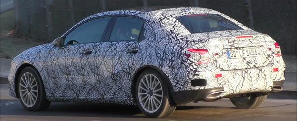 A surprins in teste noua limuzina de la Mercedes. E de dimensiuni compacte si se bate cu Audi A3 Sedan!