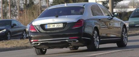 A surprins pe strazi noua masina de lux de la Mercedes. Cum arata aceasta dupa ce a primit o caroserie in doua culori