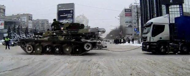 A venit iarna in Rusia si au scos utilajele grele de deszapezire