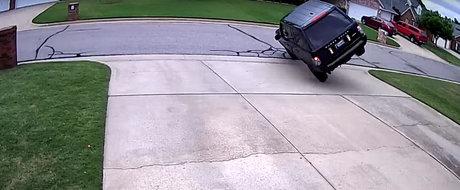 A vrut sa intoarca Range Rover-ul la 180 de grade, dar s-a dovedit o miscare foarte proasta