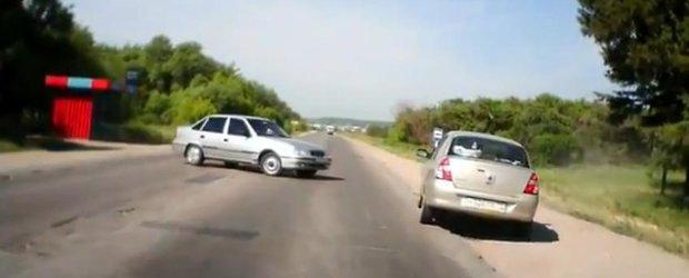 Accident auto evitat - manevre extreme cu un Cielo, la limita sigurantei