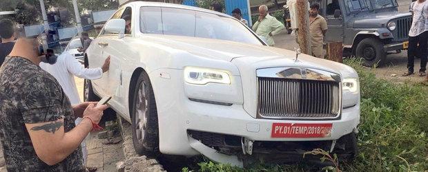Accident costisitor in India. Victima, un Rolls-Royce cu numere rosii