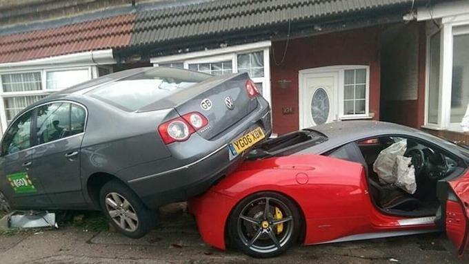 Accident cu un Ferrari inchiriat