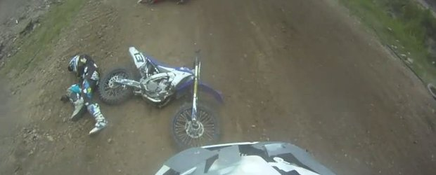Accident dureros la o cursa de motocross