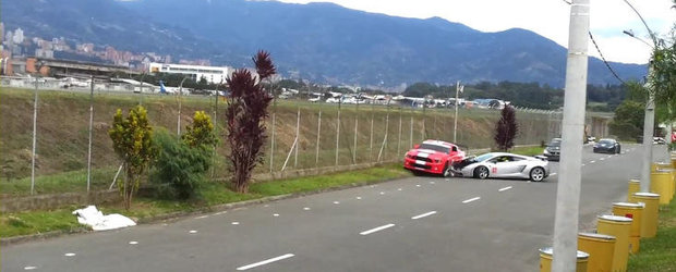 Accident in Columbia: Un Gallardo 'musca' dintr-un Shelby GT500