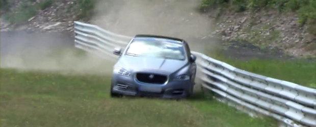Accident in Iadul Verde: Jaguar XJ 'Ring Taxi face cunostinta cu parapetii
