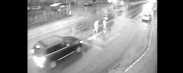 Accident in Vladesti: doua fete sunt lovite pe trecere, soferul pleaca linistit