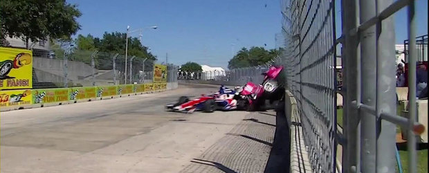 Accident infiorator in IndyCar: 1 pilot si 13 spectatori raniti