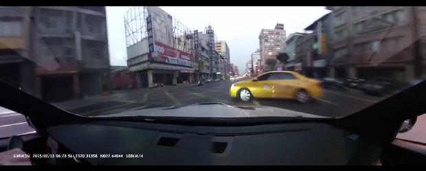 Accident la 100+ km/h dupa ce incearca sa-si impresioneze prietena cu BMW-ul din dotare