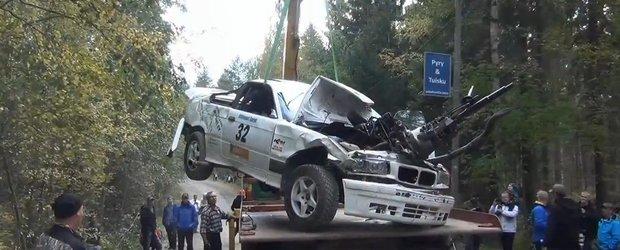 Accident spectaculos cu un BMW E36 in cadrul unui raliu din Finlanda