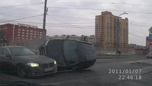 Accident spectaculos intr-o intersectie din St. Petersburg