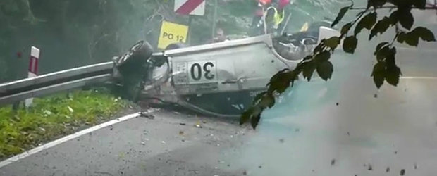 Accident spectaculos la o coasta din Polonia: Un Evo X isi ia zborul la propriu!