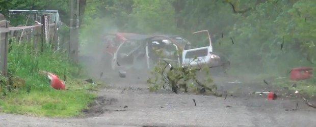 Accident violent in timpul unui raliu din Polonia cu un Peugeot 106