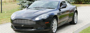 Acest Aston Martin din 2004 costa astazi cat o Dacie, insa are o problema care il face complet inutilizabil