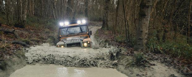 Acum poti cumpara un Defender clasic, direct de la Land Rover, cu motor V8 de 5.0 litri. Costa cel putin 222.000 de euro