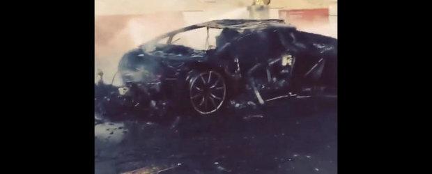 Adio, Lamborghini: Un Aventador sfarseste in flacari pe strazile din Dubai