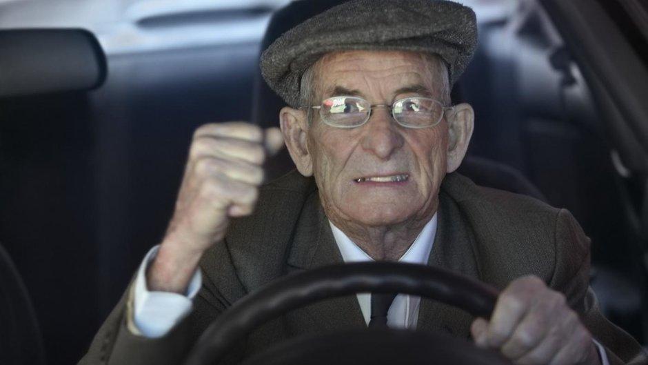 Adio, pensionari la volan! Permisele celor cu probleme de sanatate vor fi anulate
