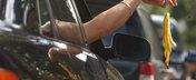 Adio tarani in trafic: 2500 de lei amenda pentru aruncarea gunoiului pe geam