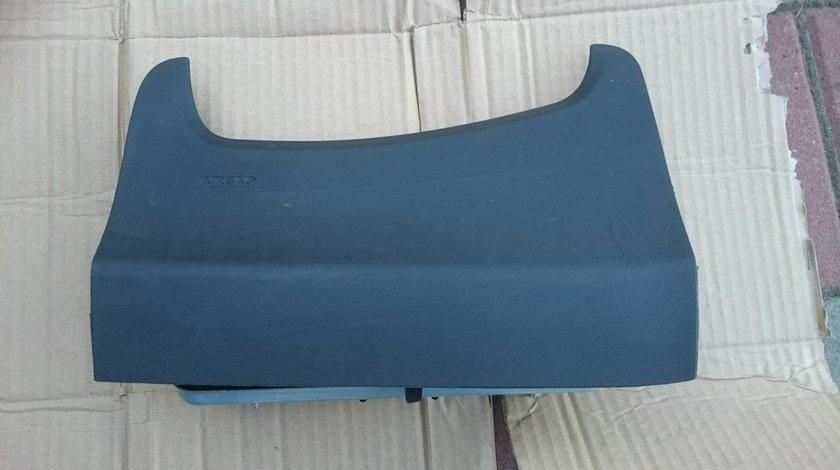 Airbag genunchi FORD FIESTA MK 7