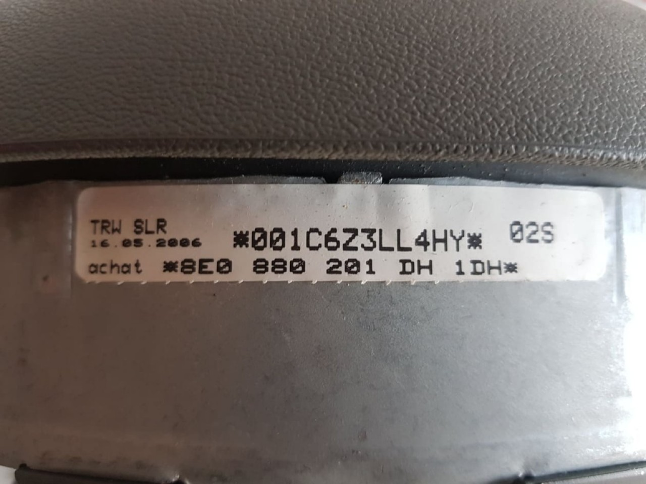 Airbag volan 3 spite culoare gri Audi A4 B7 8e0880201dh