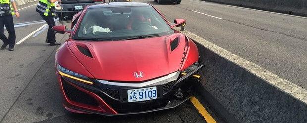 Albina, bat-o vina! A fost consemnat primul accident la volanul noii Honde NSX